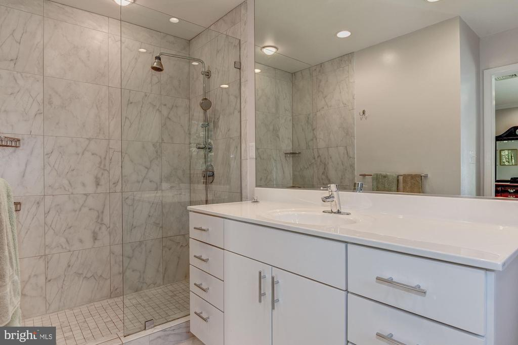 Updated Master Bath - 2747 N NELSON ST, ARLINGTON