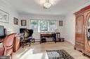 Third Bedroom on Main Level shares the J&J Bath - 2747 N NELSON ST, ARLINGTON