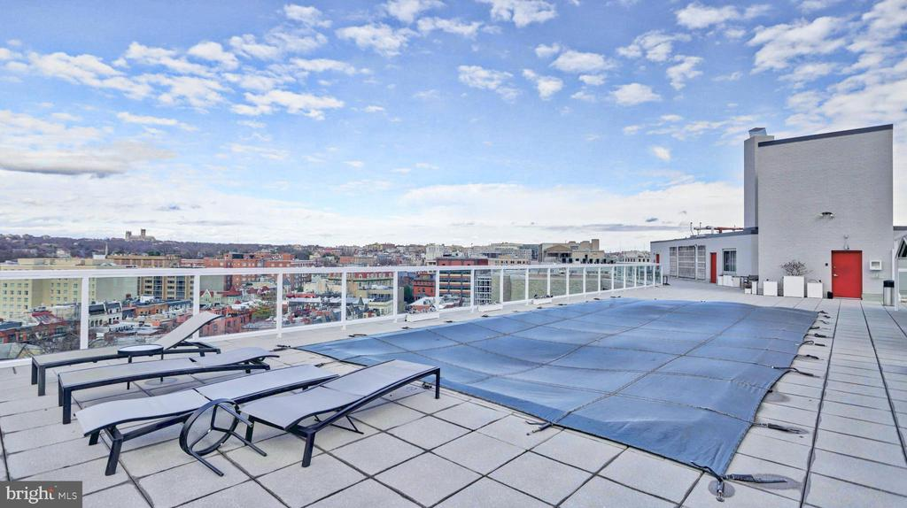Enjoy the pool and the fantastic view - 1330 NEW HAMPSHIRE AVE NW #418, WASHINGTON
