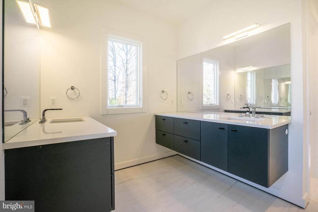 Floating vanities in master, natural light - 114 TAPAWINGO RD SW, VIENNA