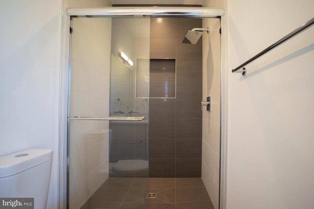 Walk-in shower with two color wall tiles - 114 TAPAWINGO RD SW, VIENNA