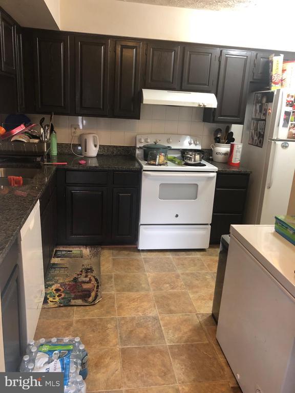 Kitchen - 12205 SAINT PETER CT #H, GERMANTOWN