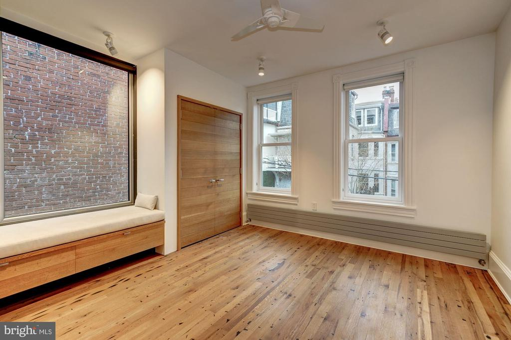 Third Bedroom with Cozy Built-in bench - 2113 S ST NW, WASHINGTON