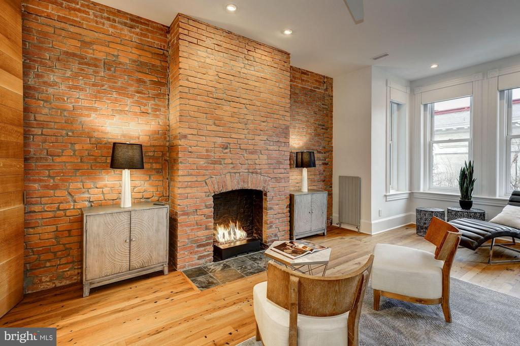 Cozy Gas Fireplace in Owners Suite - 2113 S ST NW, WASHINGTON