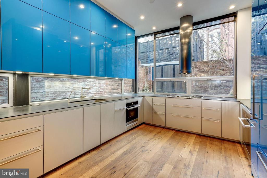 Stunning Kitchen with leathered Granite counters - 2113 S ST NW, WASHINGTON