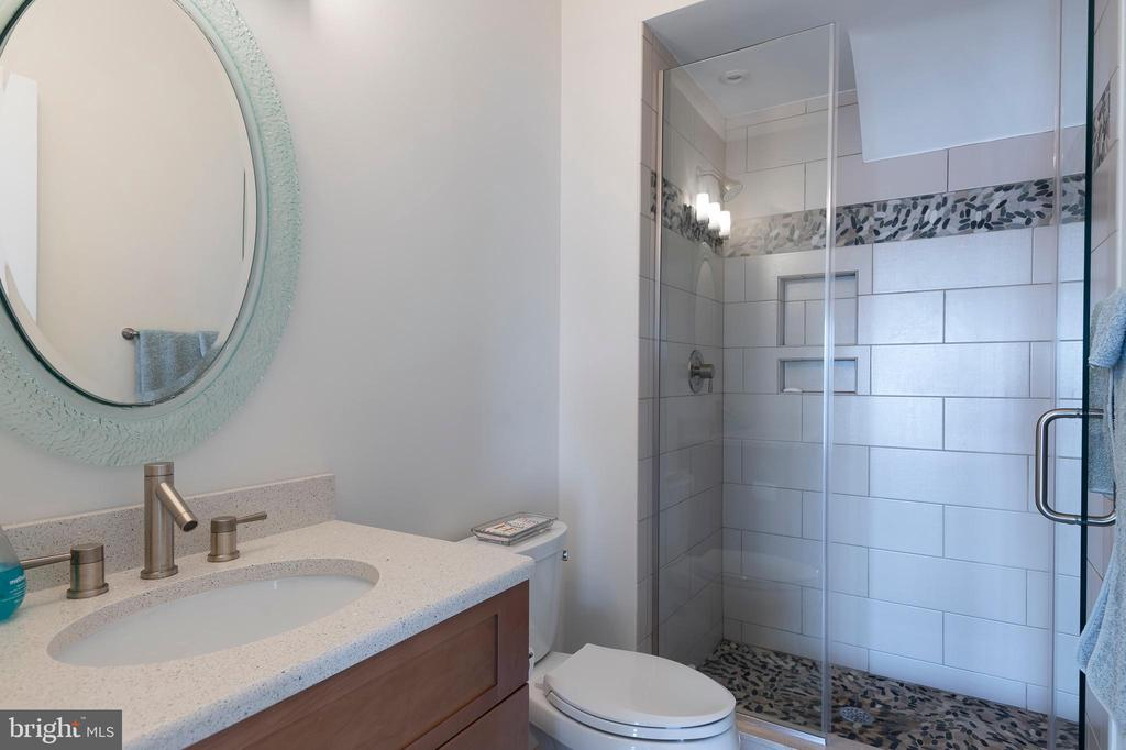 Second floor hall bathroom - 740 S RIVER LANDING RD, EDGEWATER