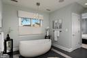 Master bath soaking Tub - 740 S RIVER LANDING RD, EDGEWATER