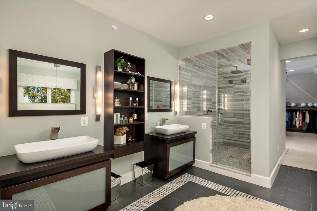 Master shower- ten spray  shower - 740 S RIVER LANDING RD, EDGEWATER