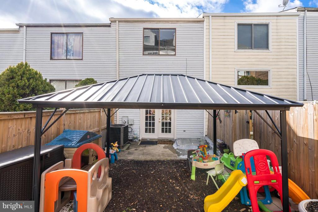 backyard - 2037 N CAMERON ST, ARLINGTON