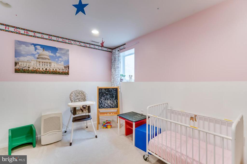 basement bedroom - 2037 N CAMERON ST, ARLINGTON