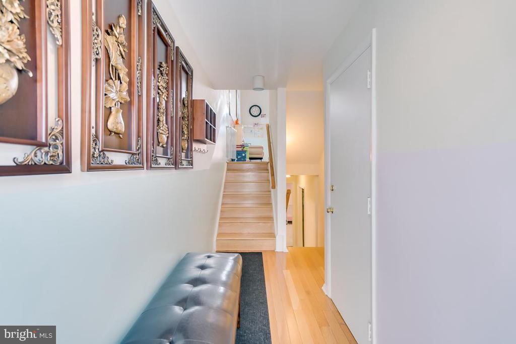 foyer - 2037 N CAMERON ST, ARLINGTON
