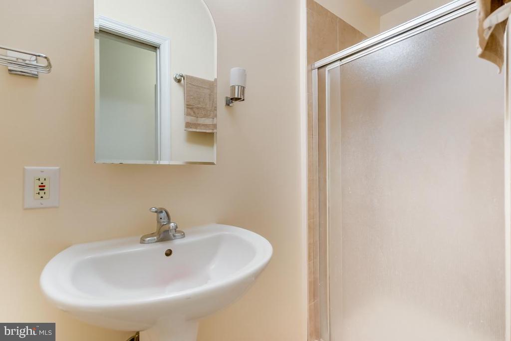 basement full bathroom - 2037 N CAMERON ST, ARLINGTON