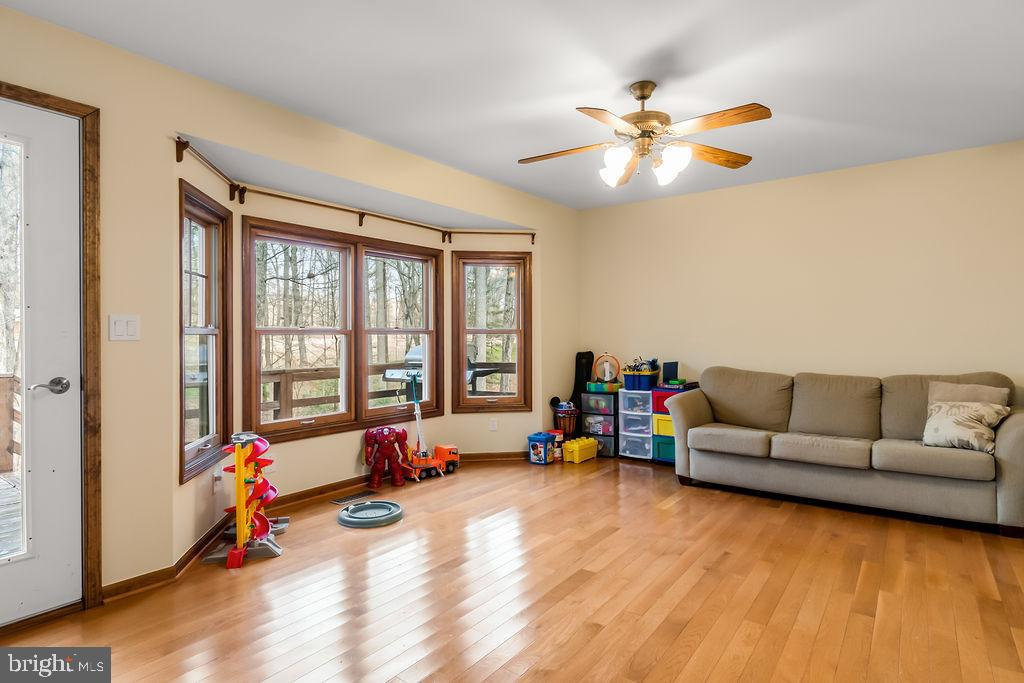 Family room with a bay window onto the back deck - 115 GOLD RUSH DR, LOCUST GROVE