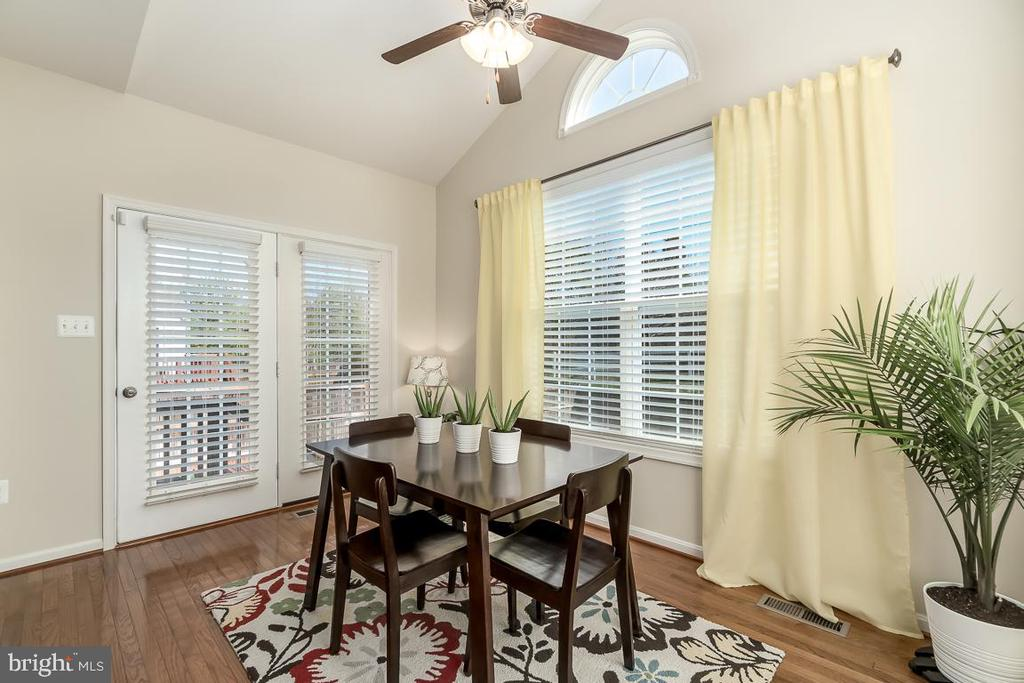 Sun room to dine or relax, custom upgrade - 64 SANCTUARY LN, STAFFORD