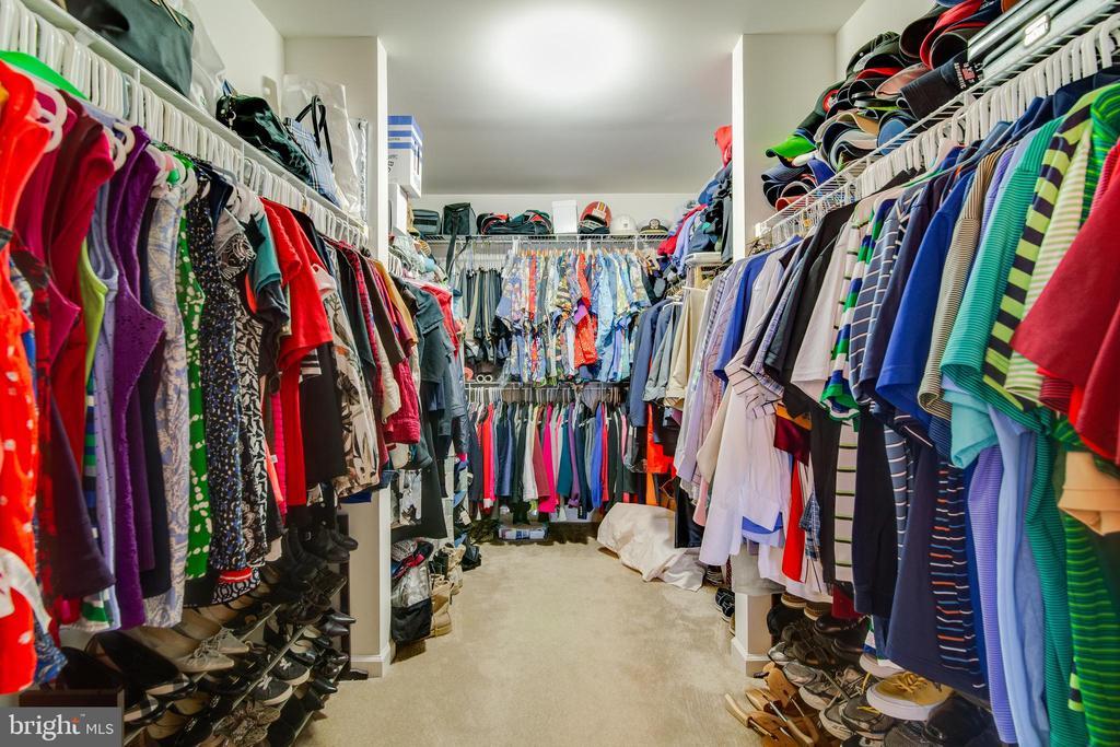 Large walk in closet in Master Bedroom - 2472 TRIMARAN WAY, WOODBRIDGE