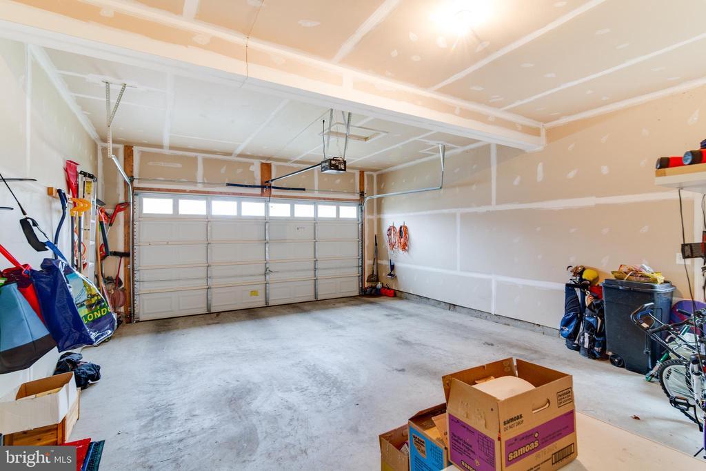 Large extended two car garage - 2472 TRIMARAN WAY, WOODBRIDGE