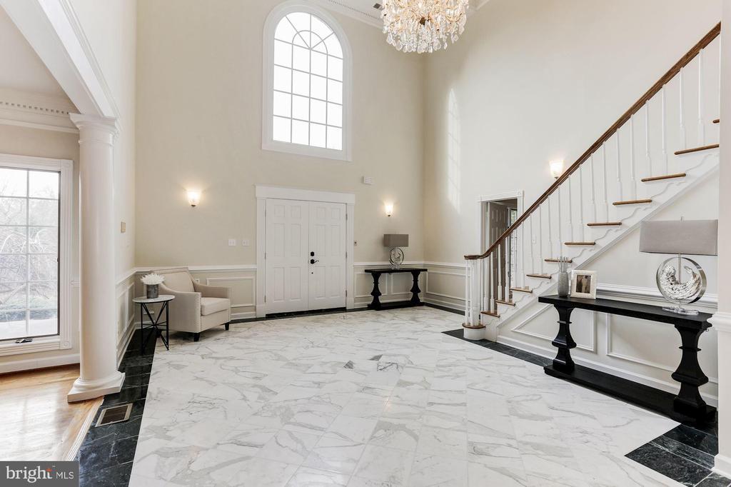 Foyer - 7812 SWINKS MILL CT, MCLEAN
