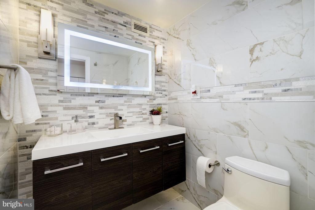 Powder room - 700 NEW HAMPSHIRE AVE NW #821, WASHINGTON