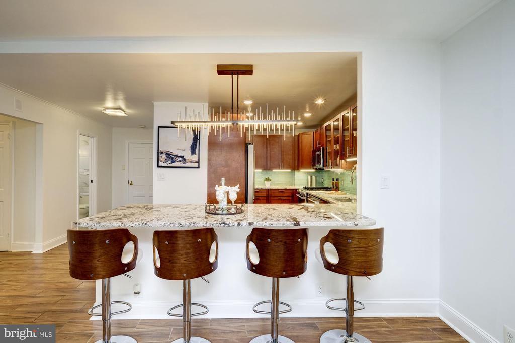 Breakfast bar - 700 NEW HAMPSHIRE AVE NW #821, WASHINGTON