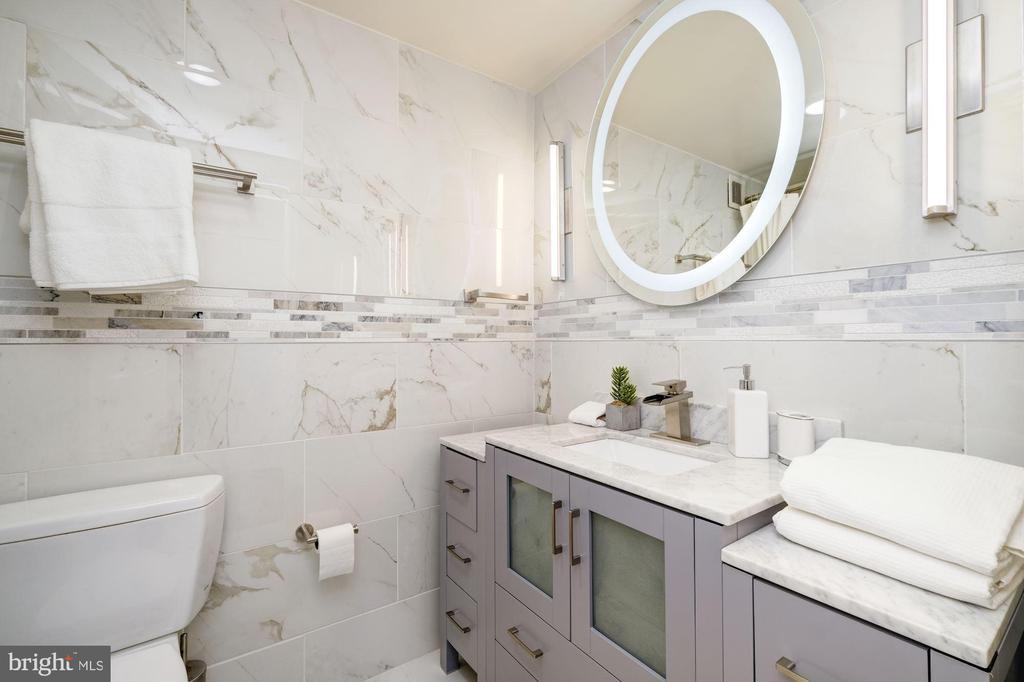 Lavishly tiled en suite bath - 700 NEW HAMPSHIRE AVE NW #821, WASHINGTON