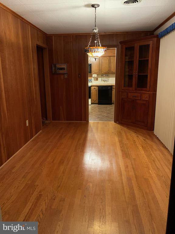 Dining Room with Hardwood Floors - 215 BROAD ST, MIDDLETOWN