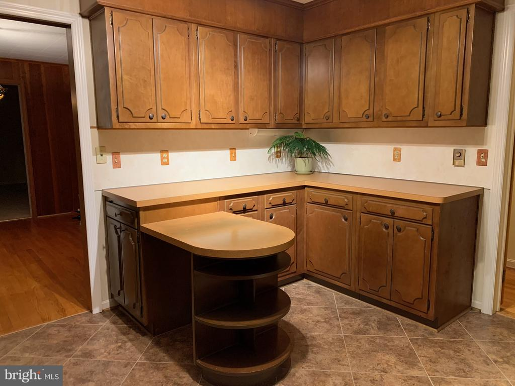 Upgraded Cabinets - 215 BROAD ST, MIDDLETOWN