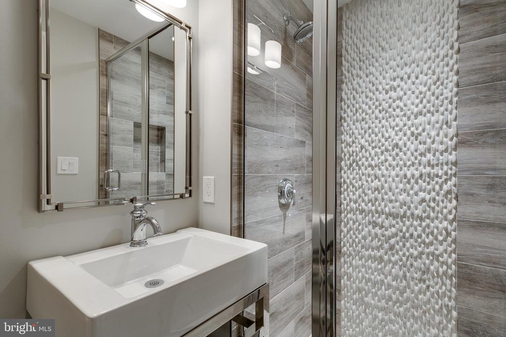 Full bath for pool users. - 11134 STEPHALEE LN, NORTH BETHESDA