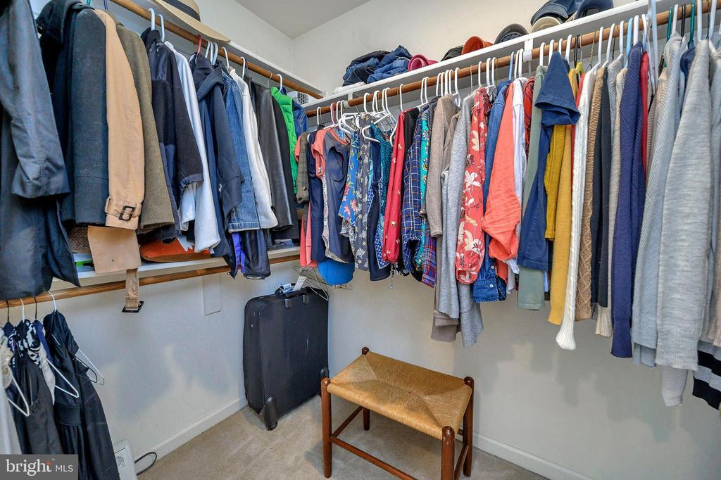 Fabulous master closet! - 104 CEDAR CT, LOCUST GROVE
