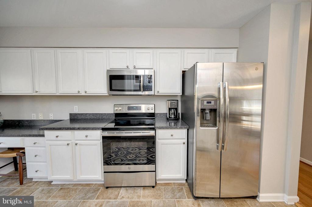 Upgraded stainless steal appliances - 104 CEDAR CT, LOCUST GROVE