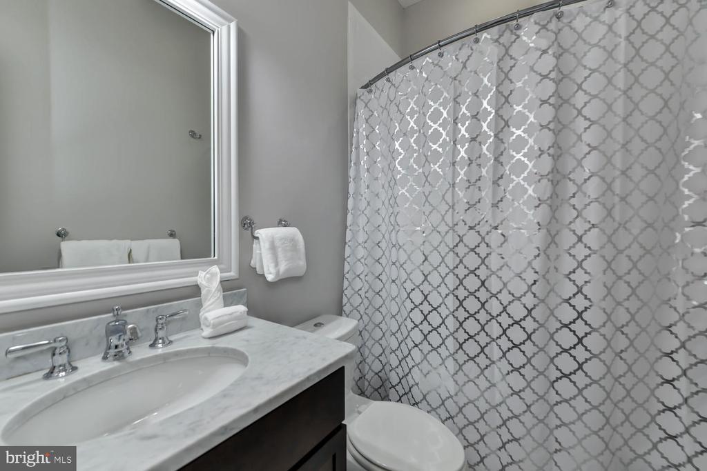 Full bath - 223 11TH ST SE, WASHINGTON