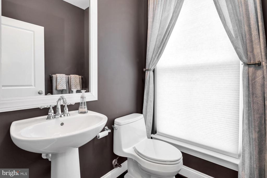 Main level powder room - 42247 RIGGINS RIDGE TER, BRAMBLETON