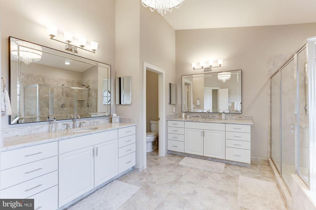 Dual vanities - 38261 VALLEY RIDGE PL, HAMILTON