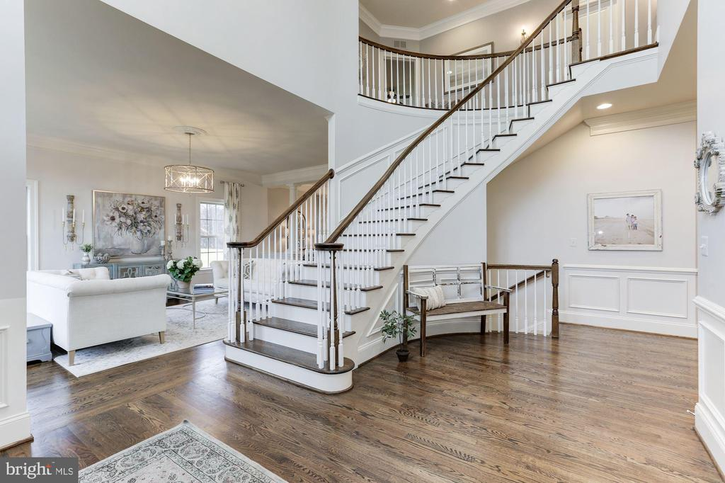 Beautiful grand foyer - 38261 VALLEY RIDGE PL, HAMILTON