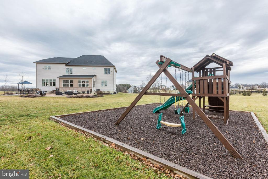 Swingset conveys - 38261 VALLEY RIDGE PL, HAMILTON