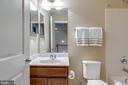 Upper level full bath - 44629 GRANITE RUN TER, ASHBURN