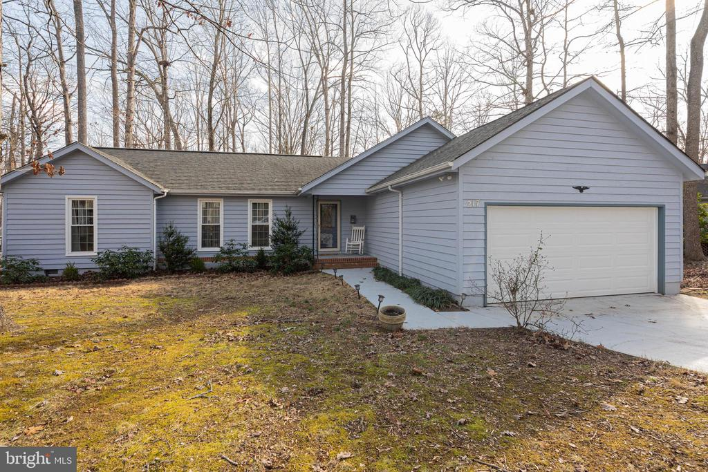 One Level Living at Lake of the Woods - 217 MEADOWVIEW LN, LOCUST GROVE