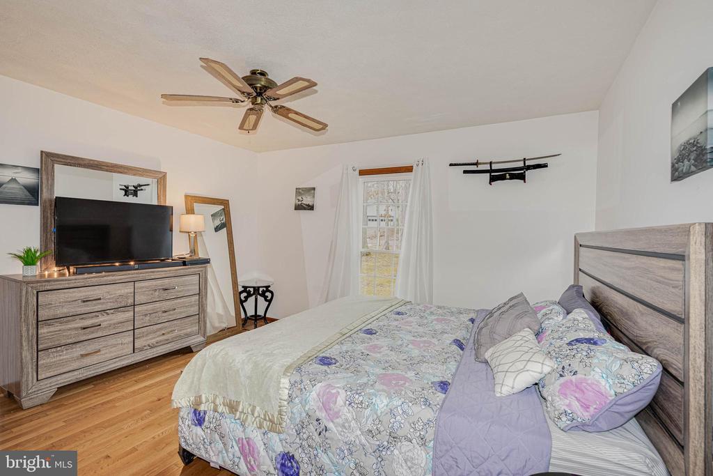 Master Bedroom Hardwood Floors - 217 MEADOWVIEW LN, LOCUST GROVE