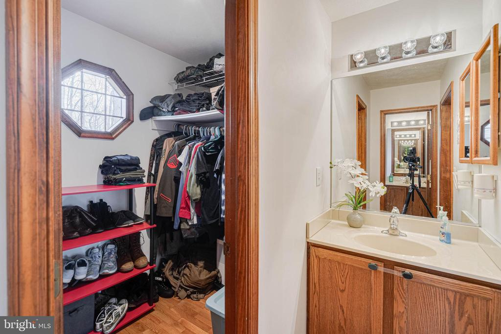 Master Suite with Dressing Area and  Walk -in - 217 MEADOWVIEW LN, LOCUST GROVE