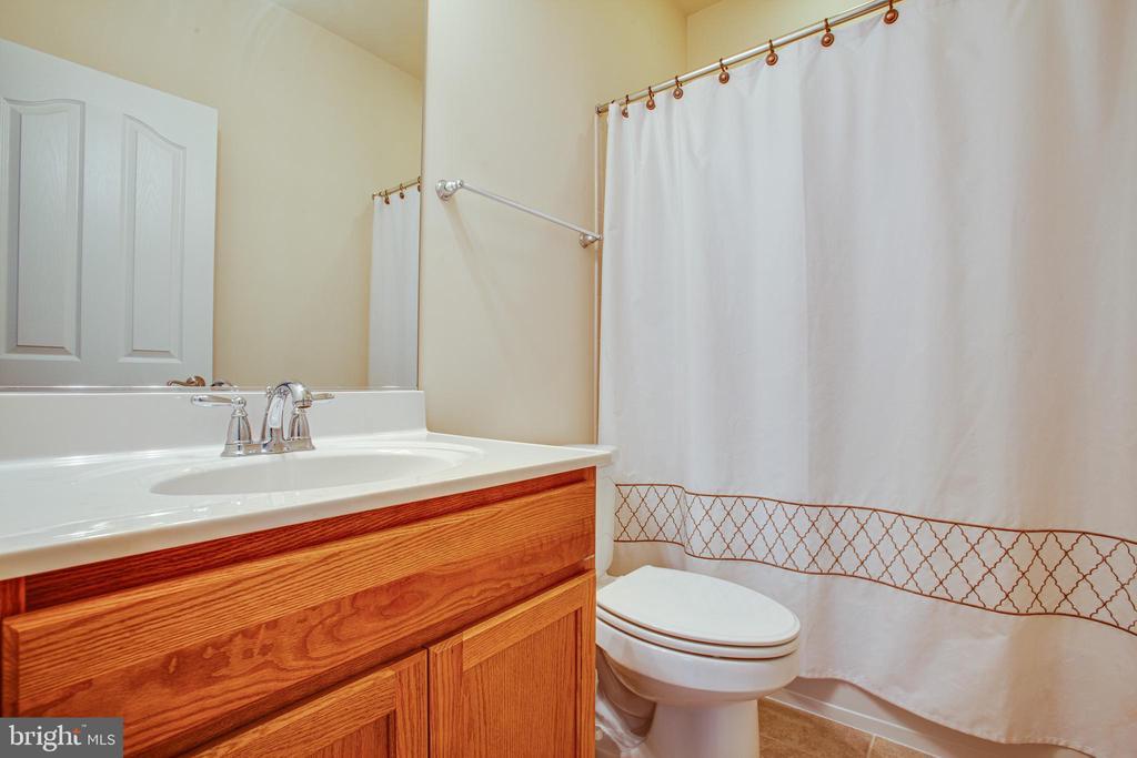 Attached full bathroom - 6 SCARLET FLAX CT, STAFFORD
