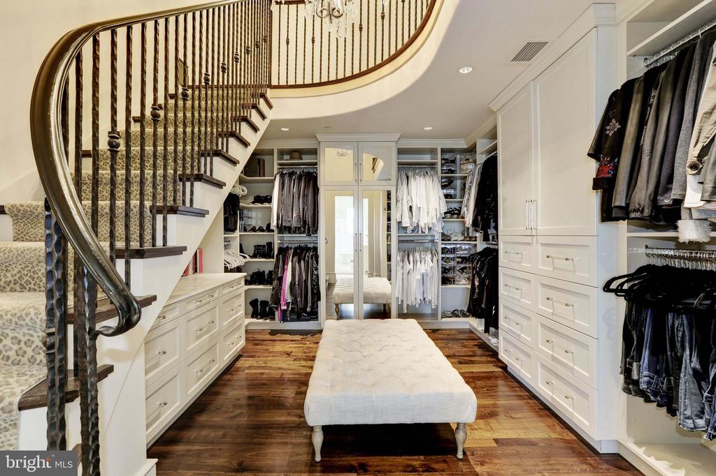Her Dressing Room - 9005 CONGRESSIONAL CT, POTOMAC
