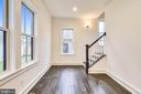 Dual staircase - 637 JEFFERSON ST, HERNDON