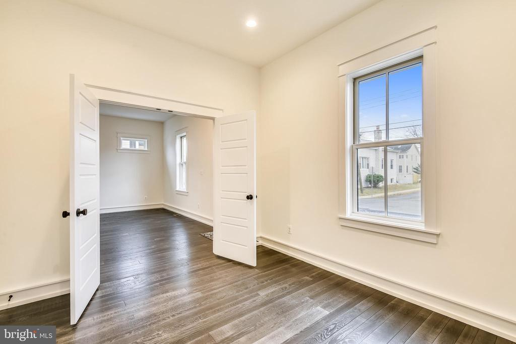 Main level office/in-law-suite - 0 JEFFERSON ST, HERNDON