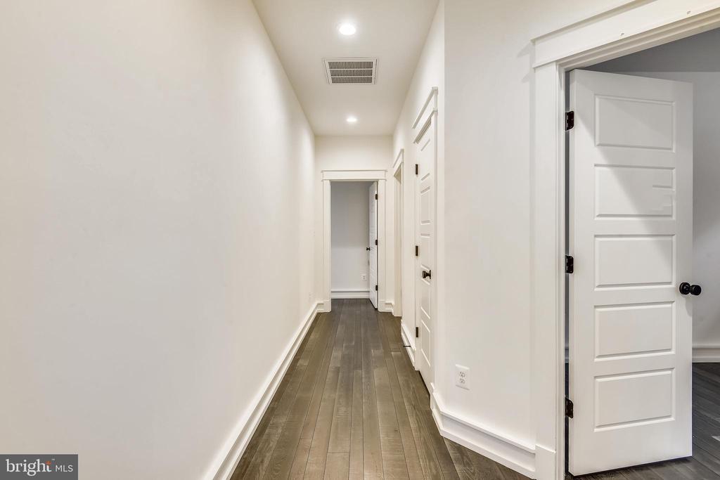 Upper level hallway - 0 JEFFERSON ST, HERNDON