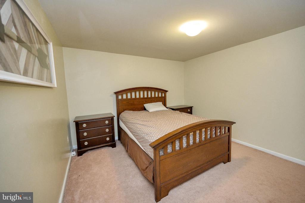 5th Bedroom NTC - 100 HOLMES ST, STAFFORD