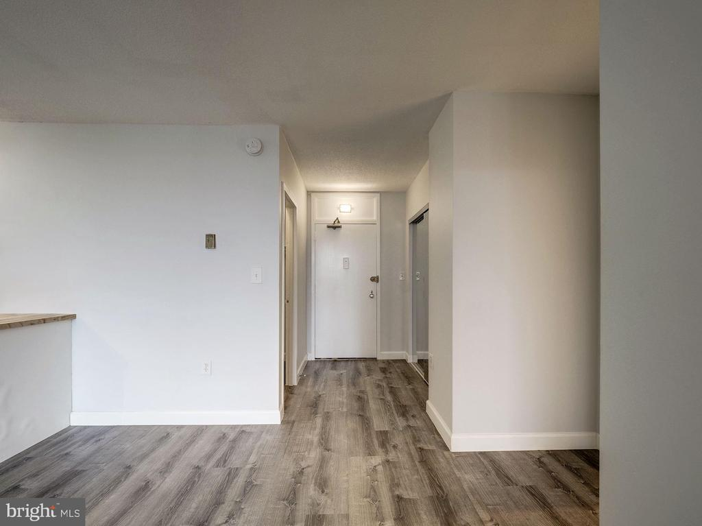 Entry with two large closets - 4242 EAST WEST HWY #901, CHEVY CHASE