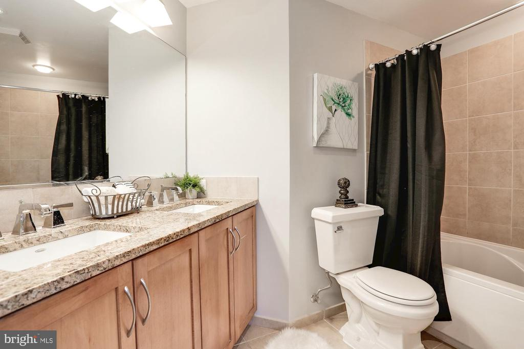 En-suite bathroom - 888 N QUINCY ST #1701, ARLINGTON
