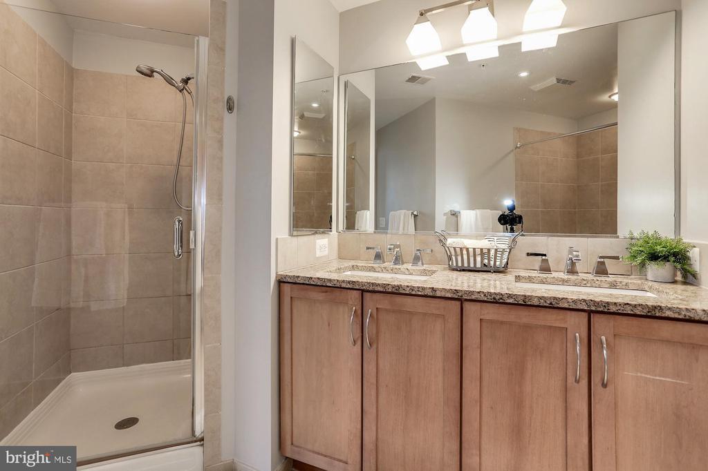 Dual sink vanity - 888 N QUINCY ST #1701, ARLINGTON