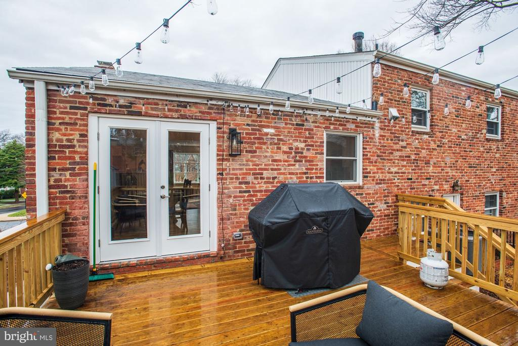 New Back Deck! - 6320 24TH ST N, ARLINGTON
