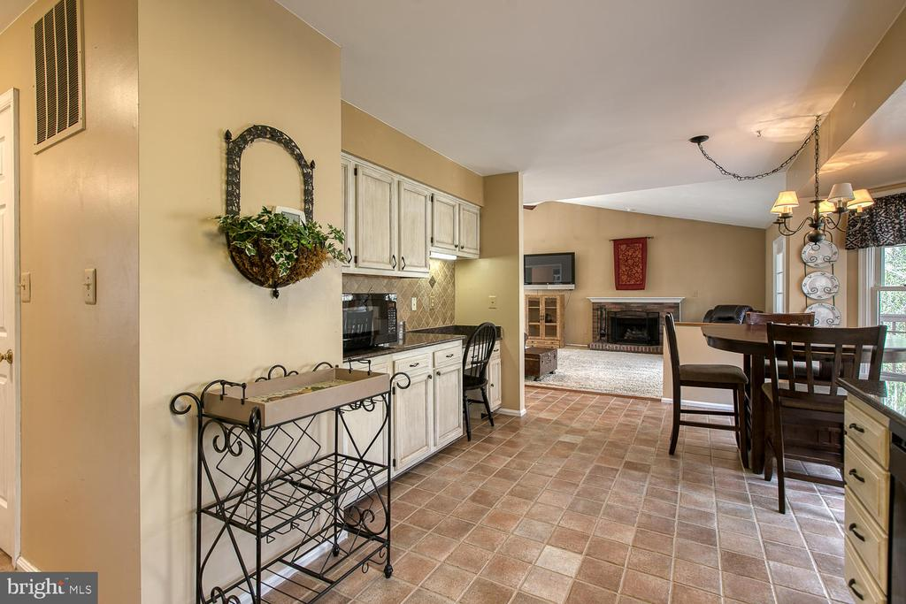 Open view between kitchen and family room - 3220 TITANIC DR, STAFFORD