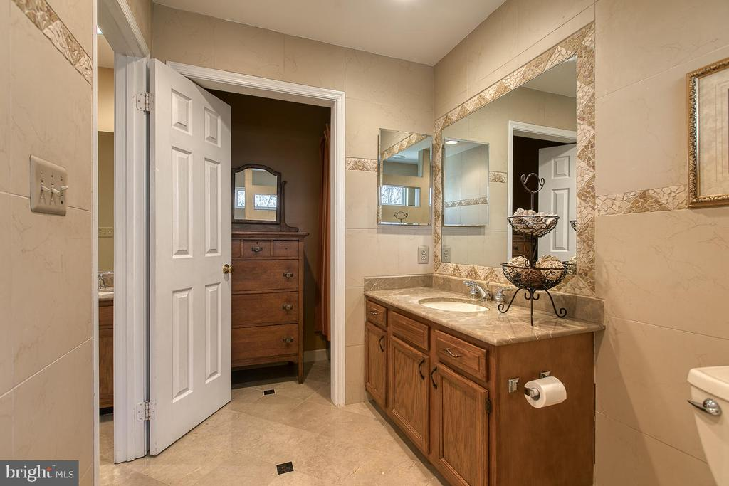 Large vanity and marble flooring - 3220 TITANIC DR, STAFFORD